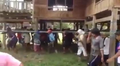 [新聞] 寶寶驚呆了 泰式搬家百人扛著走